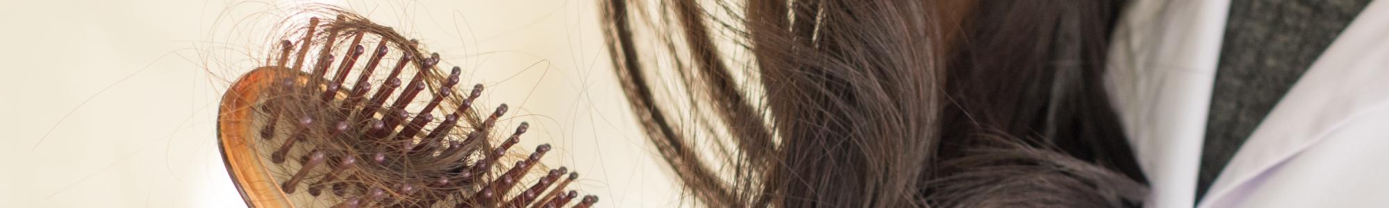 Soins aux extraits naturels pour ralentir la chute des cheveux